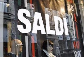 Modica, sconti non autorizzati: sanzioni in sei negozi d'abbigliamento