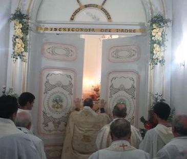 Modica, Boccone del povero: aperta la Porta santa della misericordia