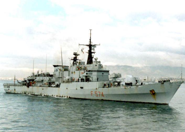 Marina militare soccorre peschereccio tunisino disperso a largo di Lampedusa