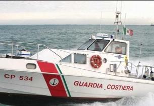 Imbarcazione affonda in Canale Sicilia, salvati due naufraghi