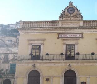 """Modica, al Garibaldi applausi per le interpreti di """"Figli maschi"""""""