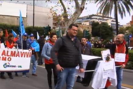Palermo, i lavoratori di Almaviva tornano in piazza per difendere l'occupazione
