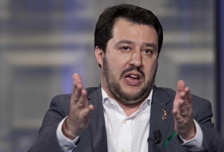 """Salvini """"gela"""" Bertolaso, ira della Meloni: Berlusconi annulla vertice"""