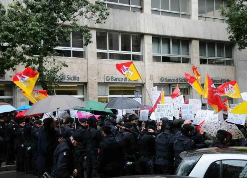 I sindacati scendono in piazza in Sicilia contro il Governo Crocetta: