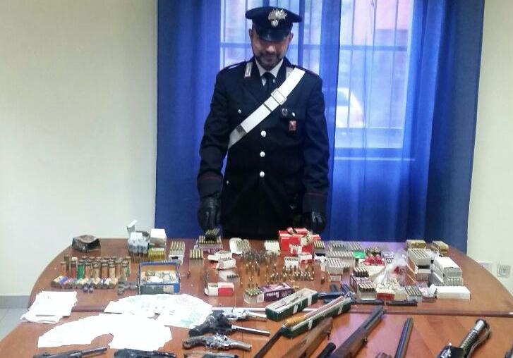 Giarre, scoperto un vero arsenale in casa: arrestato pensionato