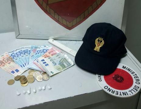 Siracusa, in possesso di stupefacenti e soldi: la polizia arresta pusher