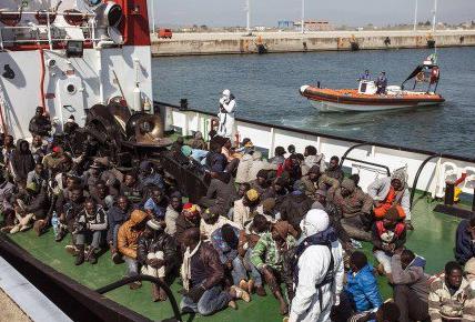 Migranti, 140 minori tra gli sbarchi a Trapani: ispezione all'hotspot