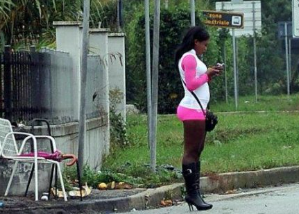 Riti voodoo e minacce aggravate per far prostituire nigeriane, 4 arresti a Palermo
