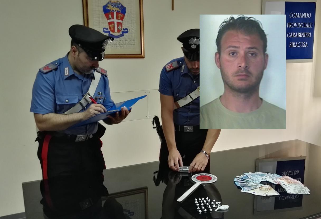 Siracusa, vede i carabinieri e scappa: arrestato pusher