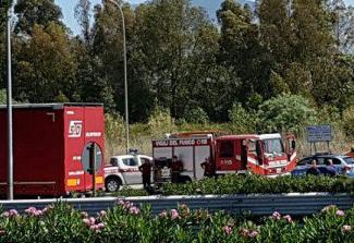 Auto piomba su un Tir fermo nell'area di sosta di Costa Gaia: tre morti