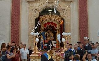 A Solarino delegazione maltese dona reliquia del Santo