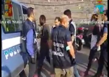 Fermati otto presunti scafisti a Catania per due sbarchi di migranti