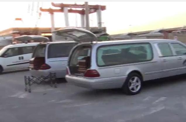 Pozzallo, ispezioni sui cadaveri del 29 migranti in un pattugliatore