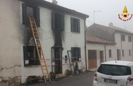 Villetta in fiamme nel Veneziano, morti coniugi britannici