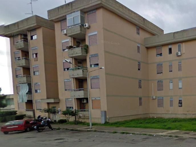 Floridia, si lancia dal terrazzo: morto suicida giovane di 22 anni