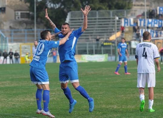 Un sabato di gloria per il Siracusa, sotto di due gol rimonta e batte la Juve Stabia ( 3 - 2)