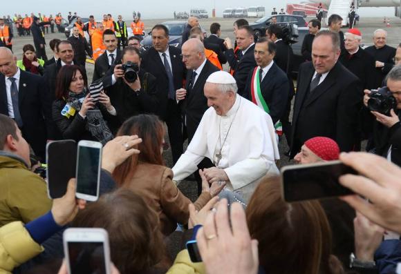 La prima volta di Papa Francesco a Milano, stasera il bagno di folla a San Siro
