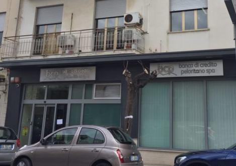 Barcellona Pozzo di Gotto, rapina in banca: bottino 300 mila euro