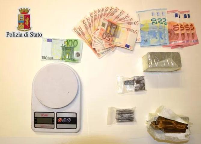 Caltanissetta, aveva quasi 800 grammi di hashish: tunisino in carcere