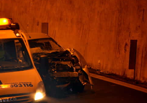 Schianto in galleria sulla Mazara - Palermo: morta donna di 30 anni