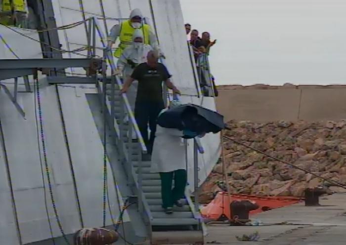Pozzallo, neonato morto nella nave dei migranti: sbarco pure a Portopalo
