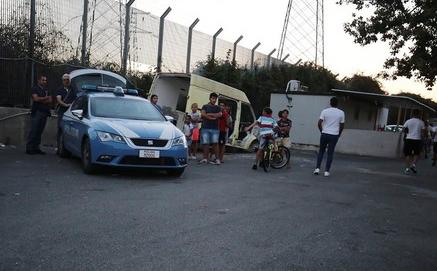 Chiusa in auto, muore bimba di 3 anni e mezzo a Napoli