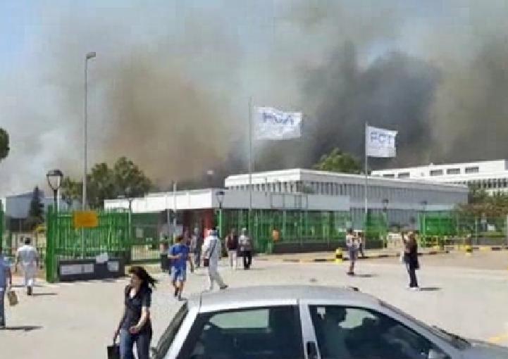 Vasto incendio in Molise, evacuata la Fiat di Termoli: bloccate A14 e treni