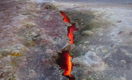 Etna, niente fuoriuscita di magma ma è in attività col gas