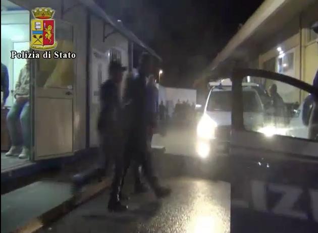 Migranti, lo sbarco di ieri a Pozzallo: fermati 3 presunti scafisti VIDEO