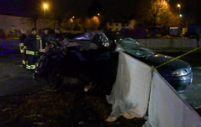 Camion travolge auto morti tre giovani a Solaro VIDEO