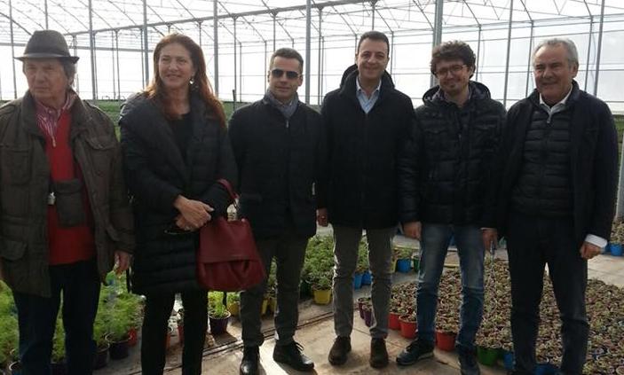 L'assessore Bandiera con Minardo e Muti al mercato del fiore di Scicli