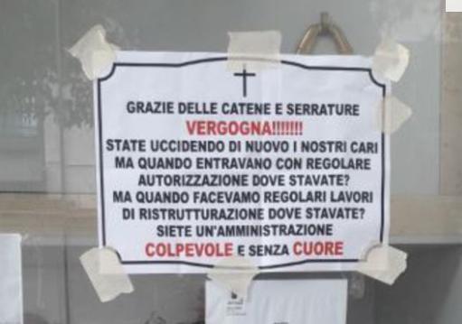 Napoli, manifesti contro il sindaco affissi a Poggioreale