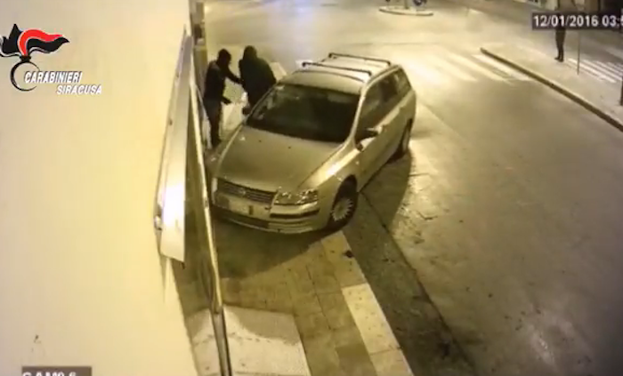 Furti con spaccata nel Siracusano: 13 arresti e otto ricercati nell'operazione