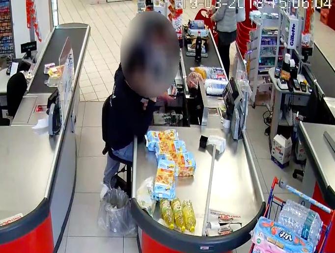 Rapinarono armati un supermercato ad Acireale, arrestati