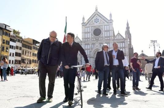 """Renzi sonda Firenze: """"No a governo con il M5s"""""""