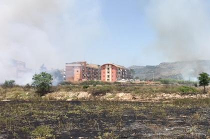 Scoppia un incendio a Floridia: brucia un'area nella zona di Vignalonga