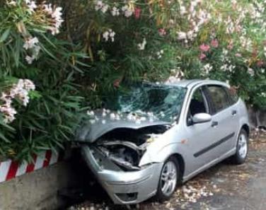 Palermo, auto si schianta contro un muro: morta donna di 59 anni