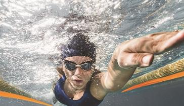 Ha la sclerosi multipla, a nuoto attraversa lo Stretto di Messina