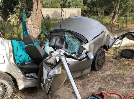 Auto fuori strada in provincia di Lecce: morto un ventenne