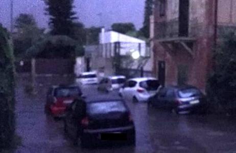 Strade e abitazioni allagate a Palermo dopo un violento nubifragio