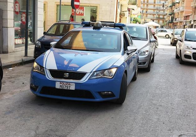 Siracusa, poliziotti nelle scuole: salta fuori un grammo di hashish