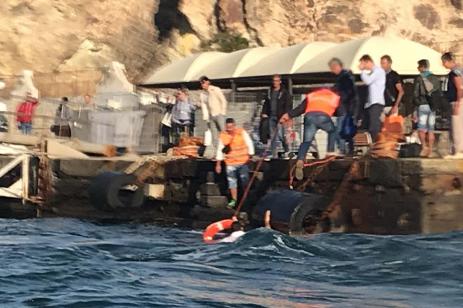 Eolie, aliscafo contro il molo a Vulcano: marittimo finisce in mare