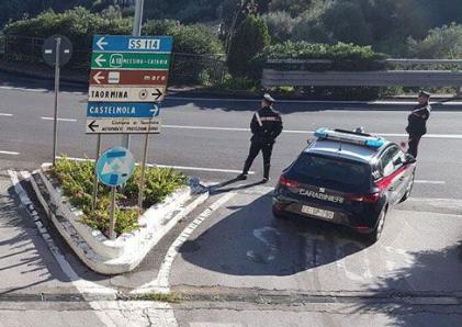 Maltrattò la moglie, preso a Taormina ed accompagnato in carcere