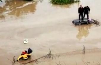 Nubifragio nel Siracusano, gente in salvo sui tetti