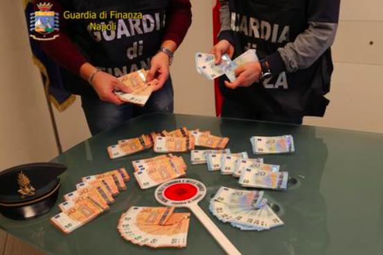 Napoli, sequestrati 60mila euro contraffatti a una senegalese