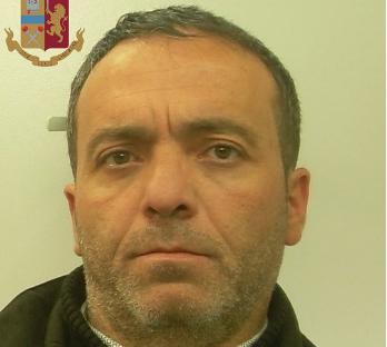 Aveva nascosto mezzo chilo di hashish in un faro dell'auto: arrestato a Enna