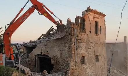 Ruspe abbattono la casa di Camilleri a Porto Empedocle