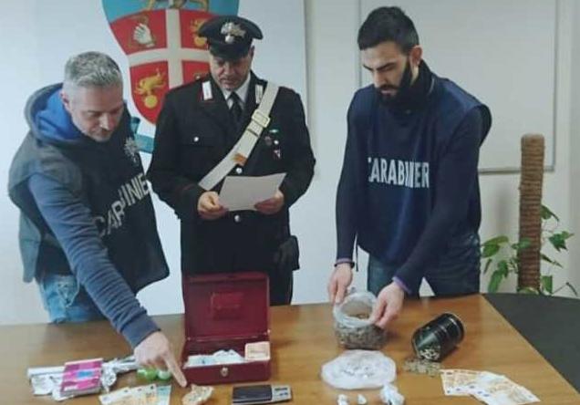 Cocaina in bambola di porcellana: scattano due arresti nel Cosentino