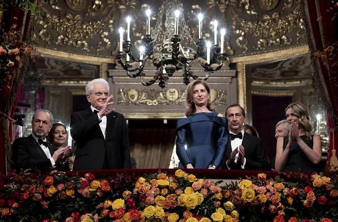 Ovazione per Mattarella alla Scala di Milano