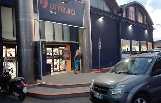 Siracusa, preso mentre stava rubando la grondaia in rame a Unieuro